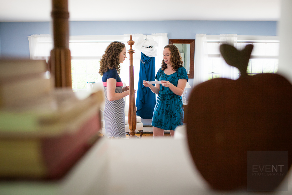 Laura gets ready at the Apple Hill Inn. Vermont wedding at Simon Pearce loft in Quechee and Woodstock by photographers at Eve Event Photography.